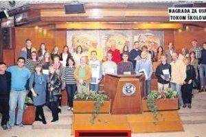 """Škola stranih jezika """" St Nicolas School"""", sedmi put zaredom dodelila je stipendije studentima i srednjoškolcima preko konkursa Fondacije """" Evro za znanje""""."""